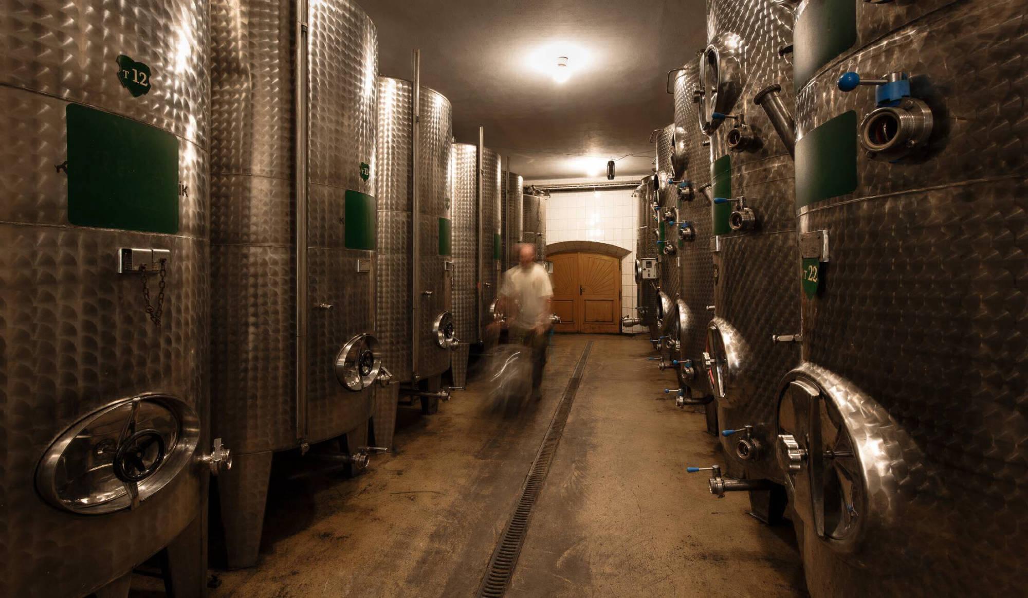 Vinařství Dobrovolný - sklep tanky